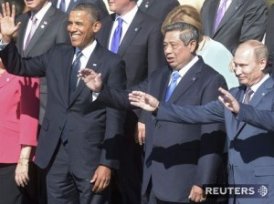 Ruský prezident Vladimir Putin, prezident Indonézie Susilo Bambang Yudhoyono (v strede) and prezident USA Barack Obama na summite G20. Autor: Reuters, Sergey Guneev, RIA NOVOSTI