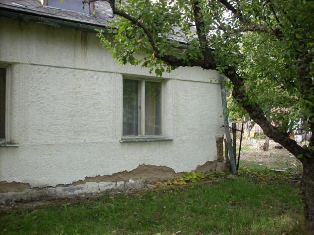 Predná časť domu, východná strana