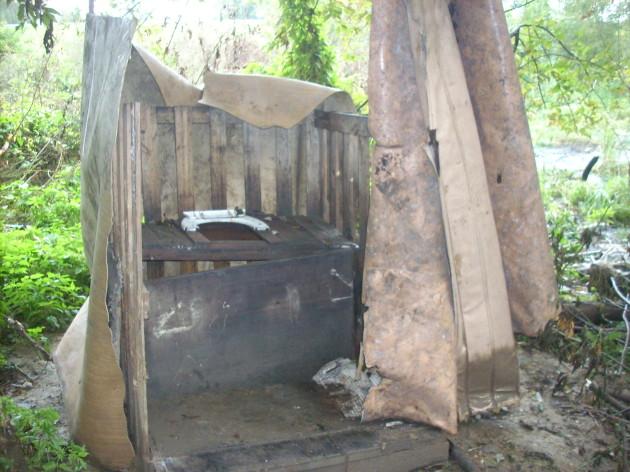 Špeciálne prírodné WC - určite by ste chceli mať také aj doma, že? Veď by ste sa v ňom mohli zároveň aj opaľovať. :-(